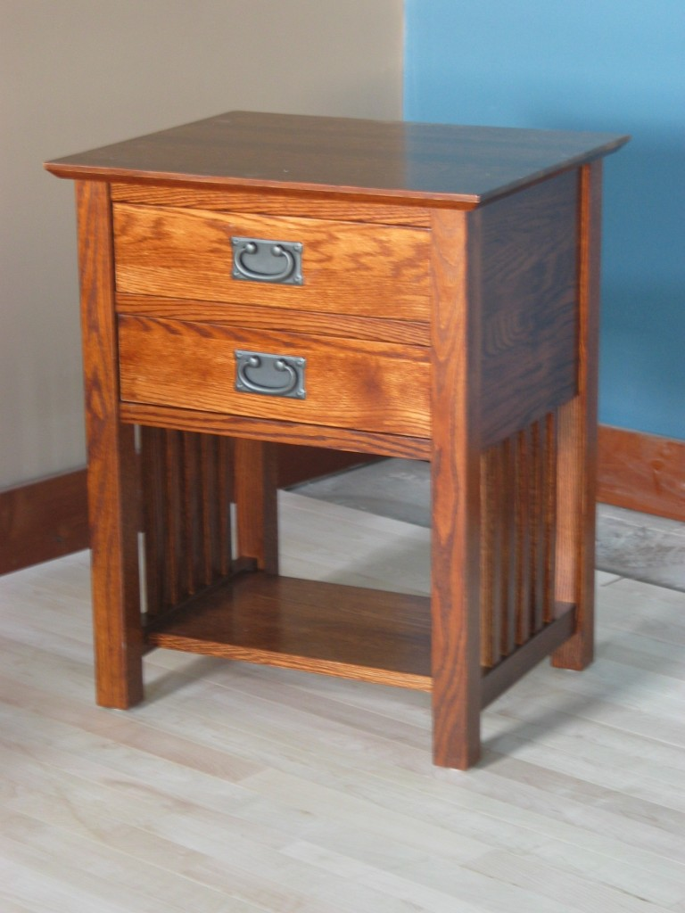 Oak Side Table: End Table W/ 2 Drawers